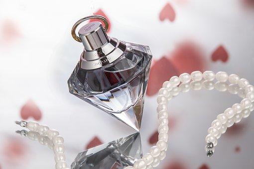使い方を知って香り美人になろう!~大人女子のための香水の種類と使い方